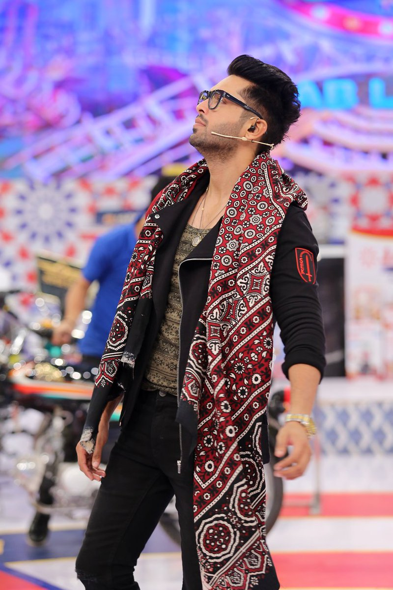 have a look these icons flaunting ajraks! - ary digital