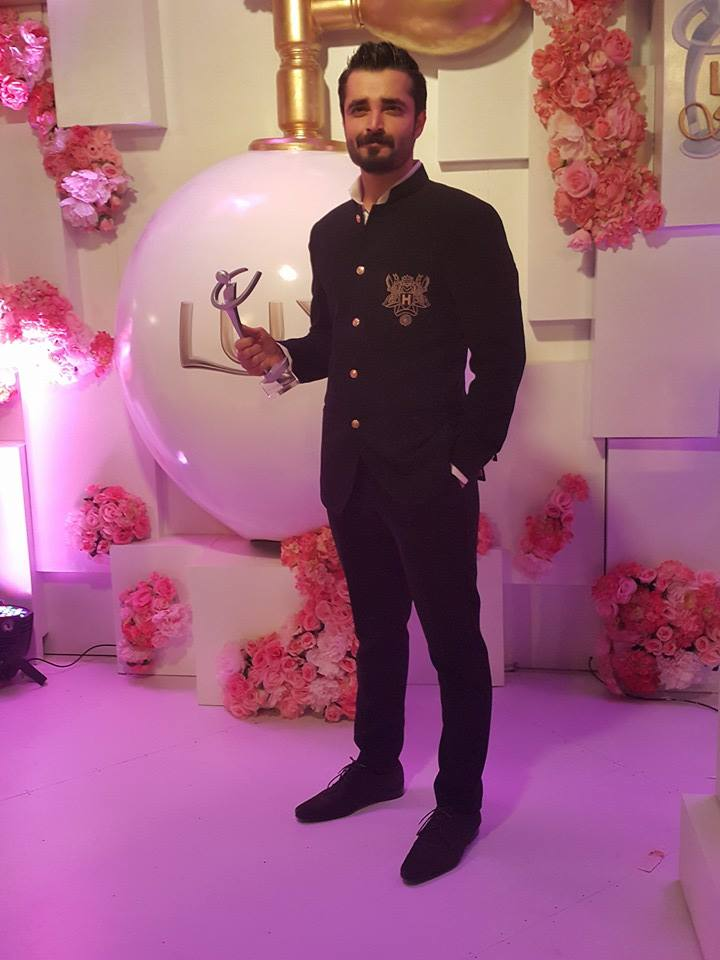 hamza-ali-abbasi-got-best-actor-at-the-lux-style-awards-201530163010_201510161854