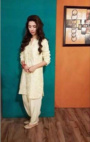 maira-khan-in-shalwar-kameez-white